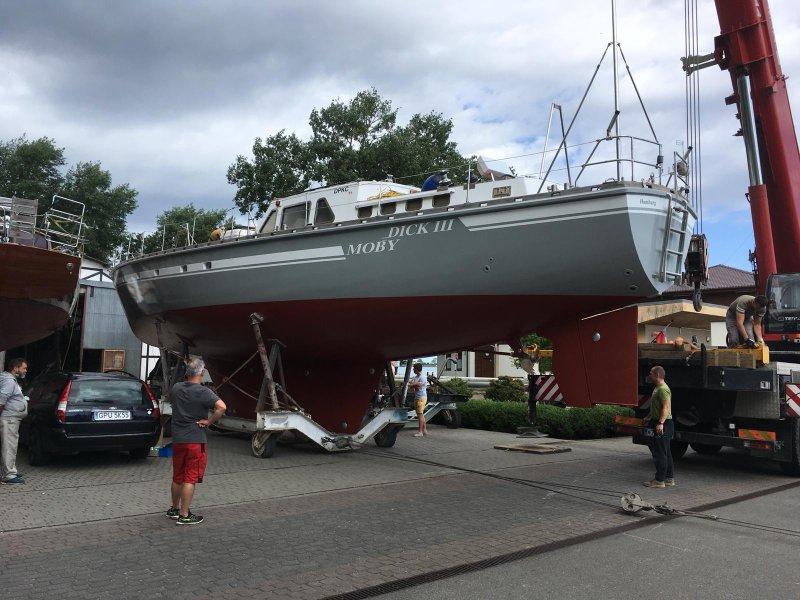 Moby Dick III vor Kran